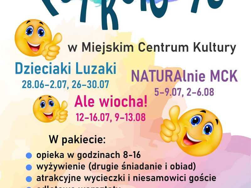 Na zdjęciu plakat półkolonii w MCK. Na plakacie emoikonki uśmiech radość i informacje tekstowe