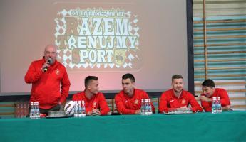 """Piłkarze Widzewa odwiedzili tomaszowską """"dziesiątkę"""""""