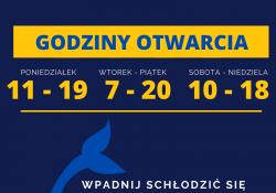 Na zdjęciu baner z zaproszeniem na pływalnię do SP nr 12. Na banerze grafiki ryby i dna oceanicznego